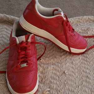 Nike air force one low varsity red sz 10